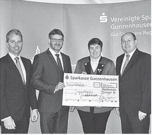 von links nach rechts: Vorstandsmitglied Jürgen Pfeffer, 1. Bürgermeister Karl-Heinz Fitz, 1. Vorsitzende Ute Kirchdorffer, Vorstandsvorsitzender Burkhard Druschel